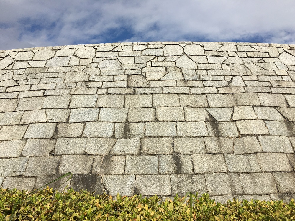 フルーツ公園の石垣