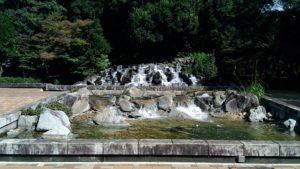 万力公園噴水広場滝