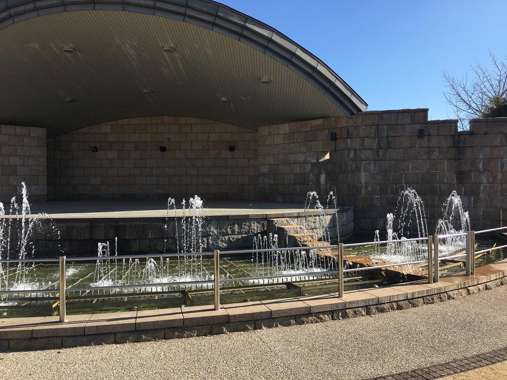 フルーツ公園ステージ広場前