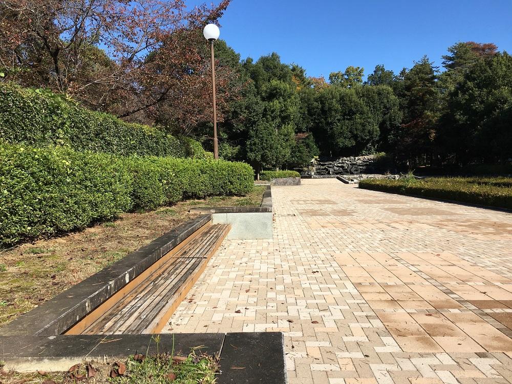 万力公園噴水広場横